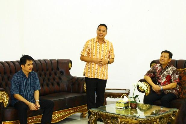 Eman dilantik Karamoy di RUDIS Walikota Tomohon